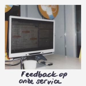 Online Service manager Sophie checkt de feedback op de Simyo service